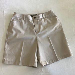 ⭐️⭐️Eddie Bauer Shorts in Stone⭐️⭐️